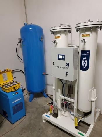 zařízení na úpravu stlačeného vzduchu a výrobu a úpravu stlačeného dusíku pro výrobu a balení krmných směsí.